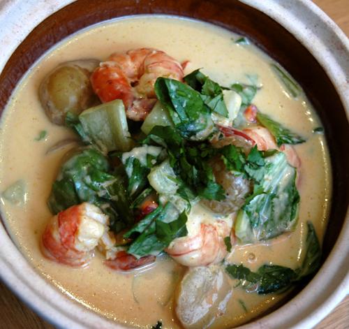 Curry jaune de crevettes pommes de terre thai vue 1
