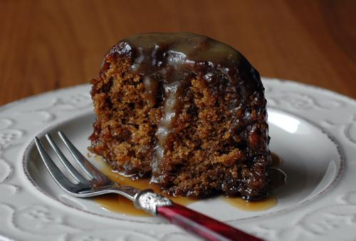 C'est moi qui l'ai fait !: Sticky toffee pudding with butterscotch sauce (Moelleux aux dates