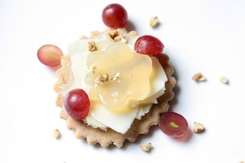 Tartelette comte raisin noisette coeur de gelee de vin jaune vue 1