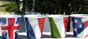 Tasses froissées revol flag assietets et compagnie