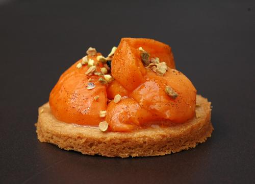 Tartelette sablee praline abricots rotis vue 1