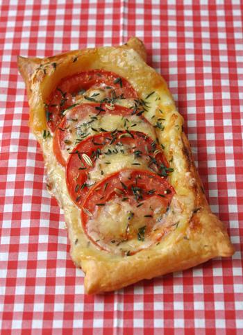 Tarte fine tomate saint nectaire deux vue 1