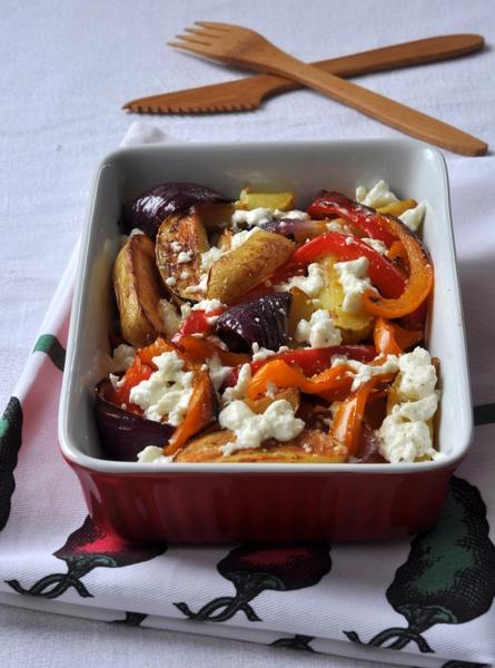 Pommes de terre roties poivrons oignons rouge feta