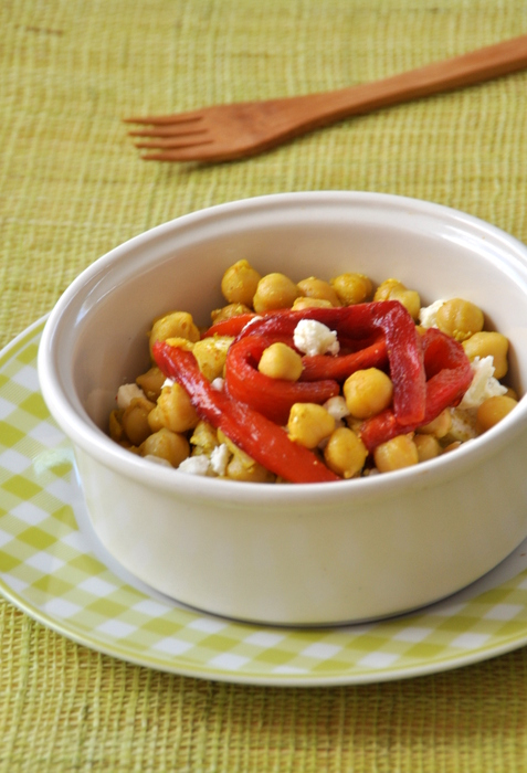 Salade pois chiches chevre et poivrons grilles