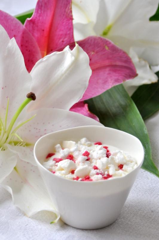 Creme fromage blanc meringue dessert blanc fleurs de lys