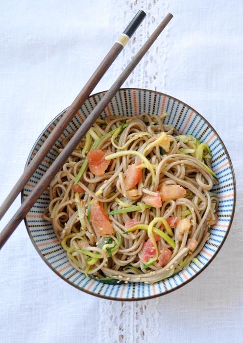 Salade nouilles soba courgettes vinaigrette asiatique