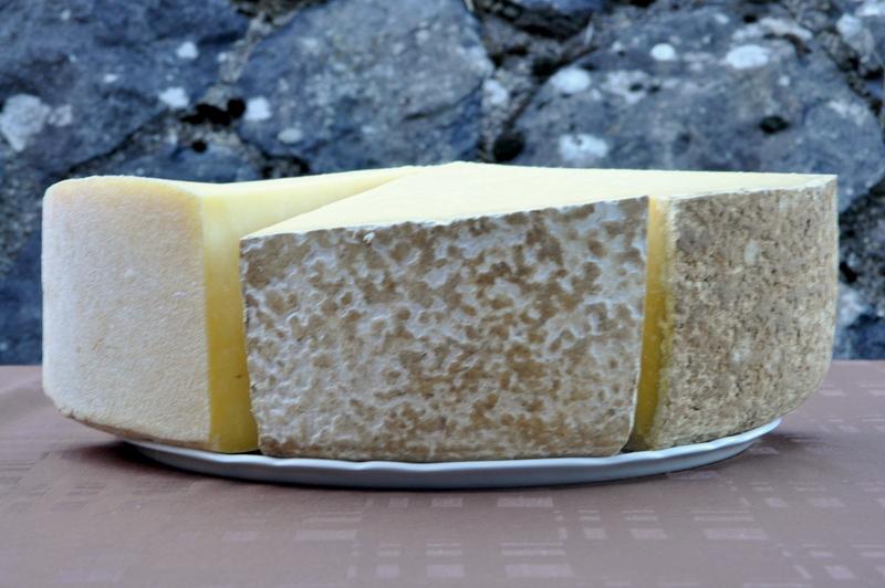 Les trois fromages de Cantal