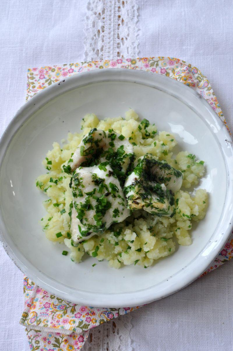 Poisson grille herbes & ecrases pommes de terre