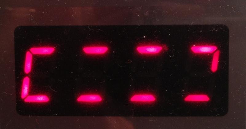 Petits traits clignotants sur écran multicuiseur Philips