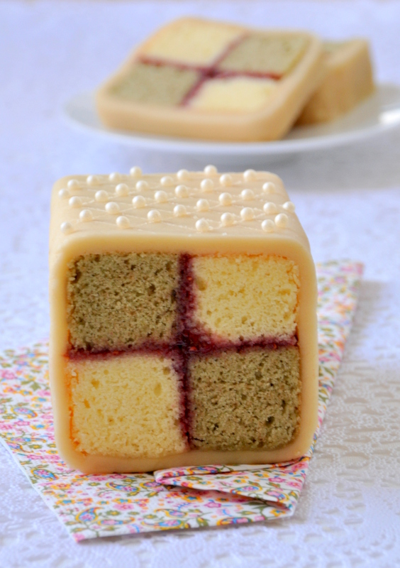Battenburg cake gateau damier