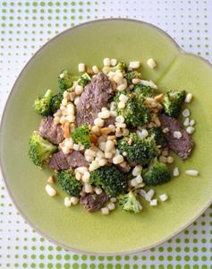 Boeuf saute mais brocolis cacahuettes