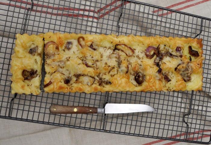 Tarte pommes de terre oignons rouges comté 2-001
