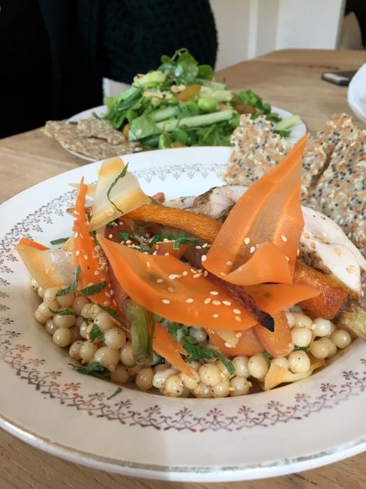 Salade de poulet carottes crues et cuites et blé