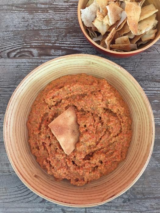 Muhammara ou dip aux poivrons rouges mélasse de grenade et noix