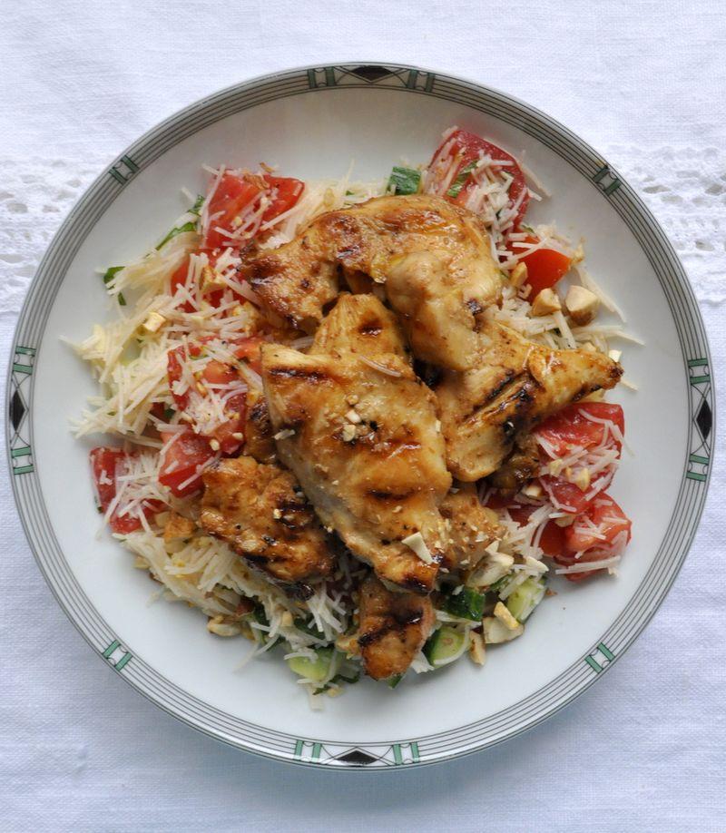 Salade vermicelles riz poulet tomates concombre