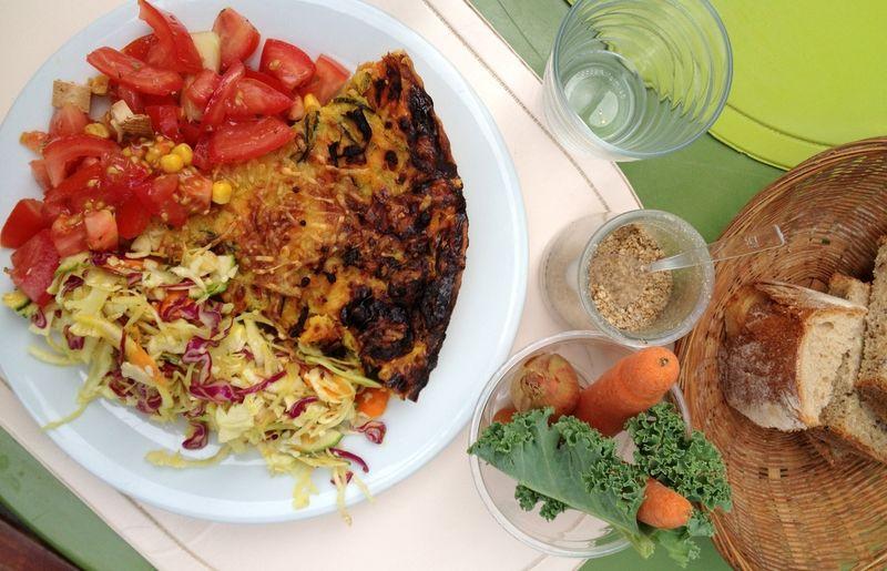 Quiche de legumes et salades