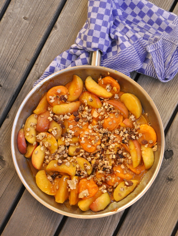 Pommes et abricots poêlés caramel et beurre salé