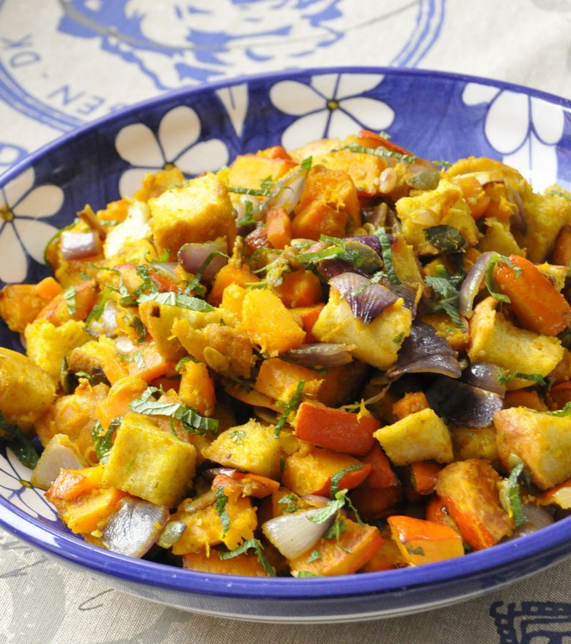 Panzanella ou salade de potimarron roti oignons rouges