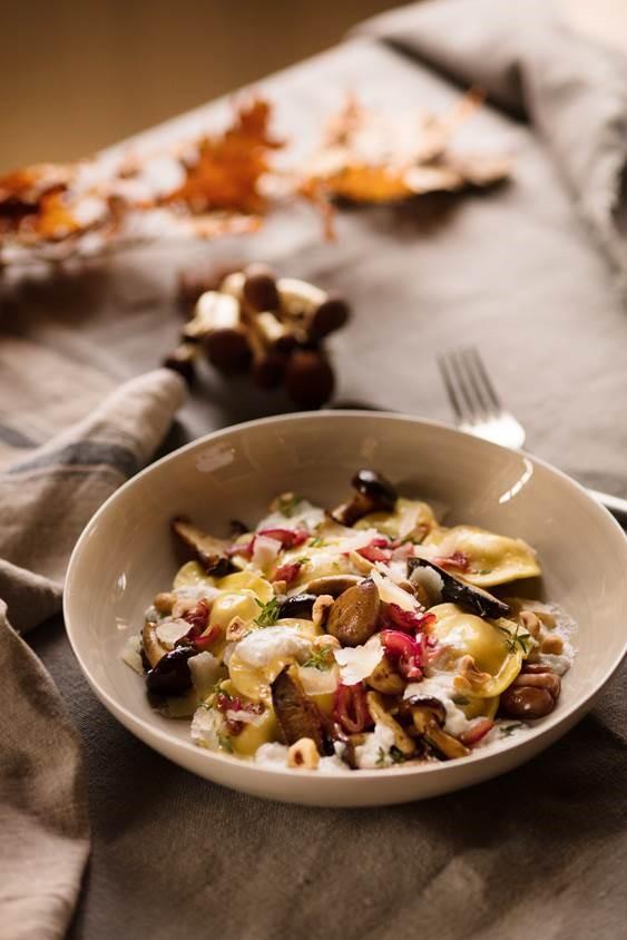 Raviolis ricotta parmesan sauce oignon rouge ricotta noisette chataigne champignons