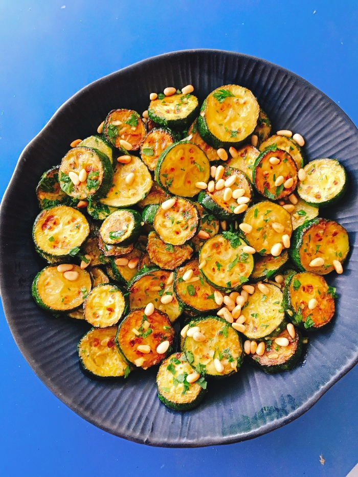 Salade courgettes grillees pignon ail persil plat