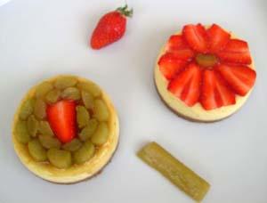 Cheesecake_fraises_et_rhubarbe_vue_dessu