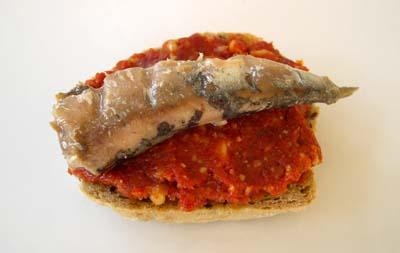 Crostini_pate_de_tomates_sechees_sardine