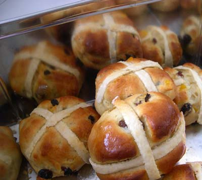 Hot_cross_buns_in_a_box_vue_1